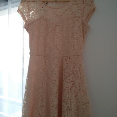 troc de  Robe dentelle rose beige NEWLOOK, sur mytroc