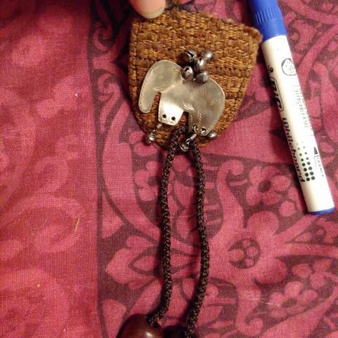 troc de  babiolle en plastique cuir et métal, sur mytroc