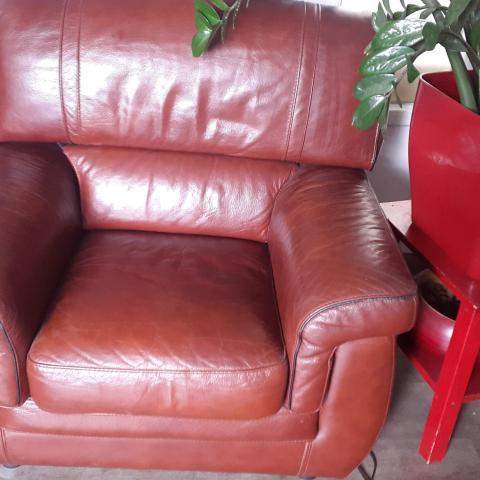 troc de  Canapé cuir 3 place + fauteuil assorti, sur mytroc