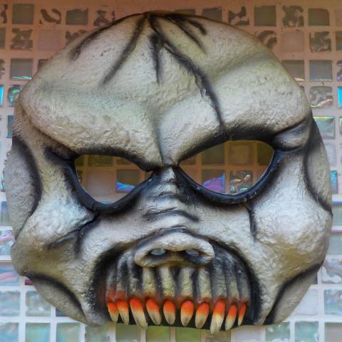 troc de  masque souple déguisement Halloween, sur mytroc