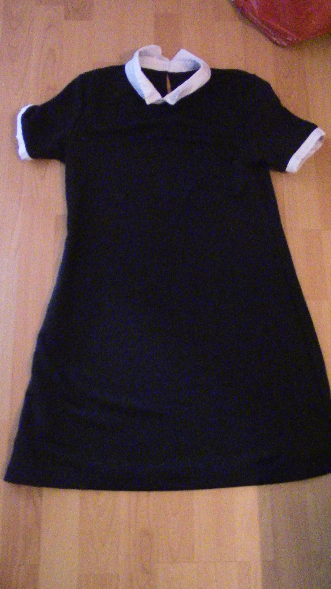 troc de troc robe noire à col blanc image 0