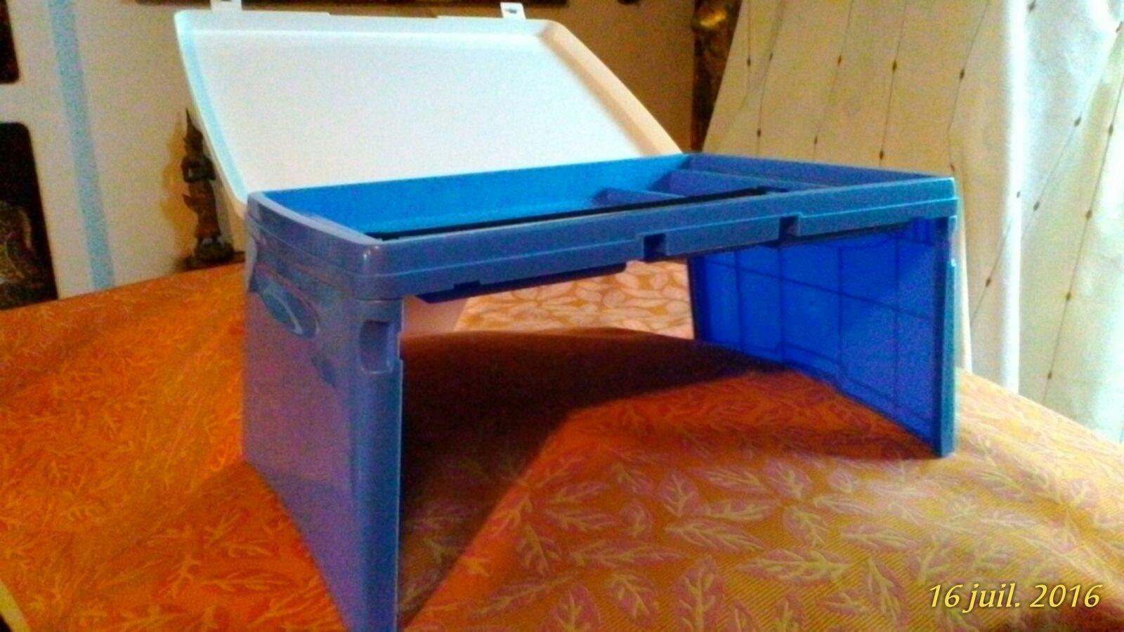 troc plateau repas avec couvercle et pieds. Black Bedroom Furniture Sets. Home Design Ideas